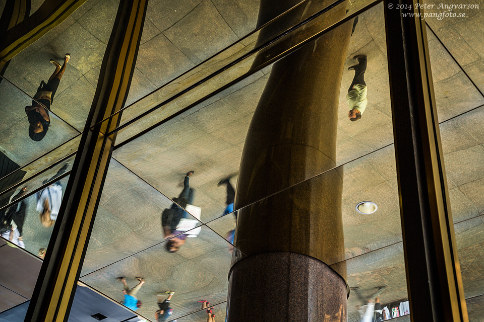lower_manhattan_reflection_people_pangfoto_se_U7A5041