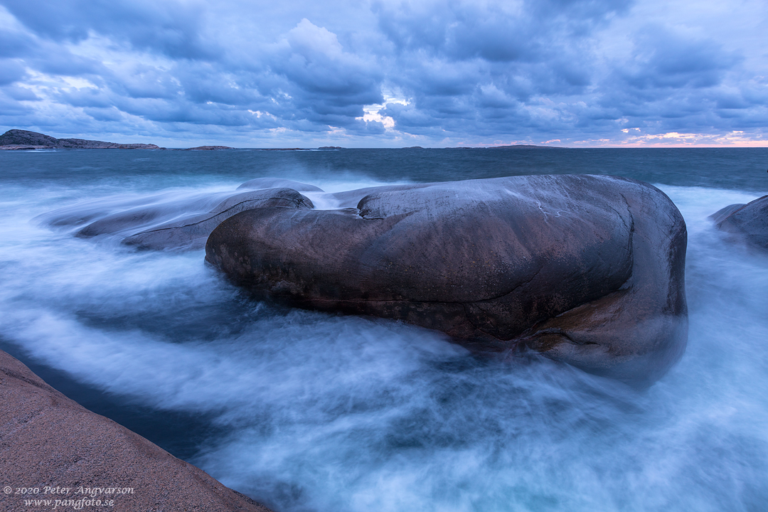 Landskapsfotografi på klippor, moln och hav. Landscape photography on cliffs, clouds and sea.
